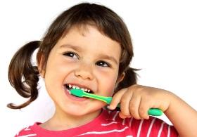 Чистка зубов – кому противопоказана