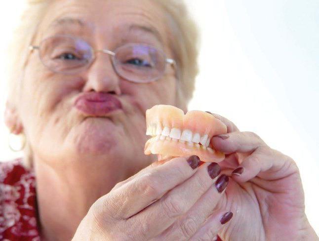 Бабушка с большими зубами