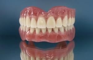 Пластмассовые съемные зубные протезы